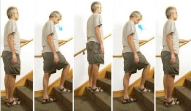 Tập đi cầu thang kết hợp thở chúm môi.
