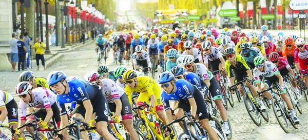 Không khí cuộc đua Tour de France.