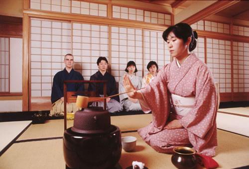 thưởng trà là những thói quen tốt giúp người Nhật sống th