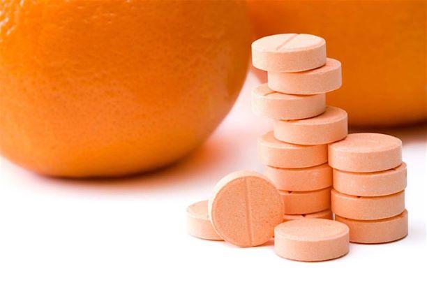 Không dùng vitamin C liều cao để phòng và trị COVID-19