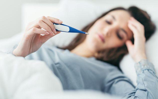 triệu chứng đầu tiên khi mắc COVID-19 là sốt