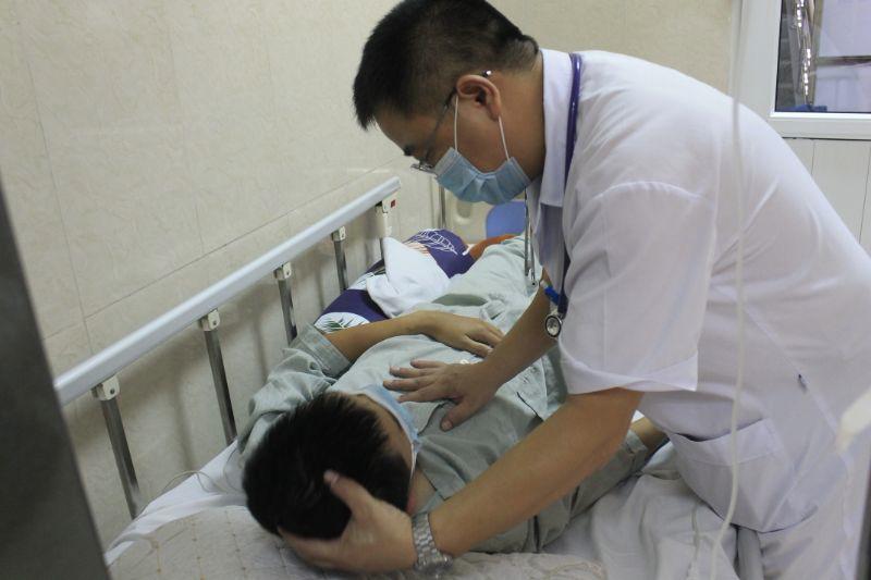 Ăn tiết canh lợn thanh niên nhập viện vì nhiễm trùng huyết do liên cầu khuẩn