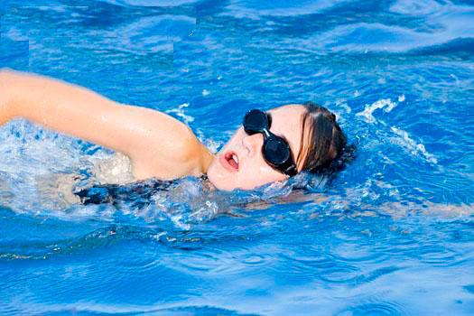 Bơi lội rất tốt đối với người bị thoái hóa đĩa đệm cột sống