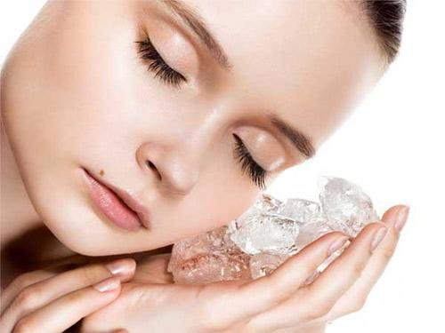 nước đá làm săn chắc da mặt