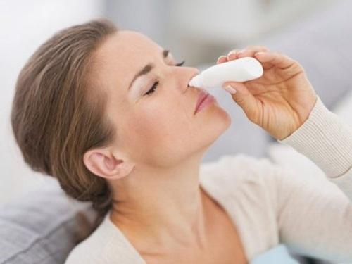 Nhỏ mũi thường xuyên cần đề phòng bị lệ thuộc thuốc