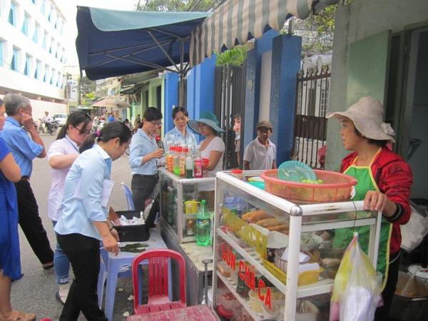 Tăng cường giám sát an toàn thực phẩm đến từng khu dân cư, xã phường