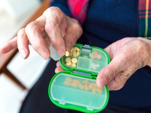 Nỗ lực hạn chế sử dụng nhiều thuốc ở người cao tuổi