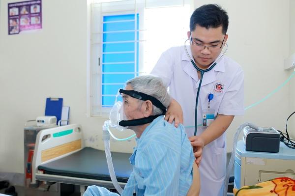 Người thầy thuốc trẻ nhiệt huyết, hết lòng vì người bệnh