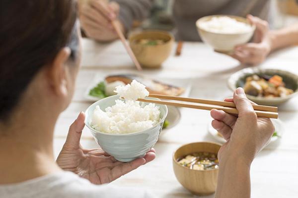 Hạn dùng và nguy hại khi dùng gạo hết hạn