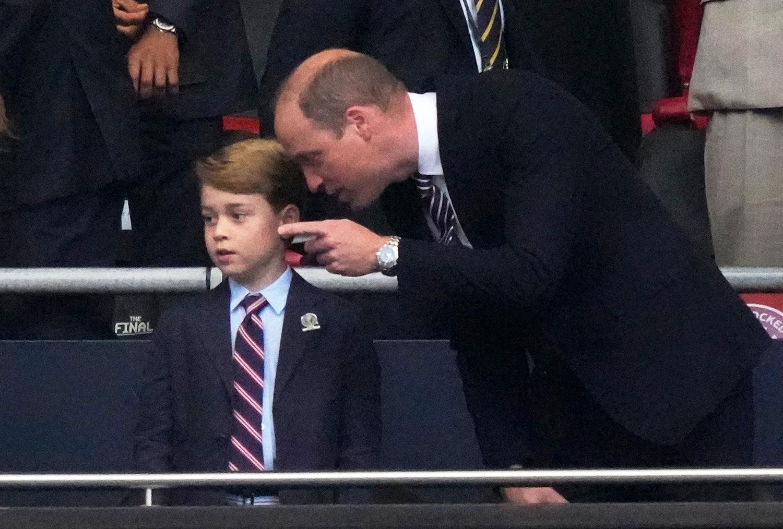 Tan chảy vì những biểu cảm đáng yêu của Hoàng tử George tại chung kết Euro 2020