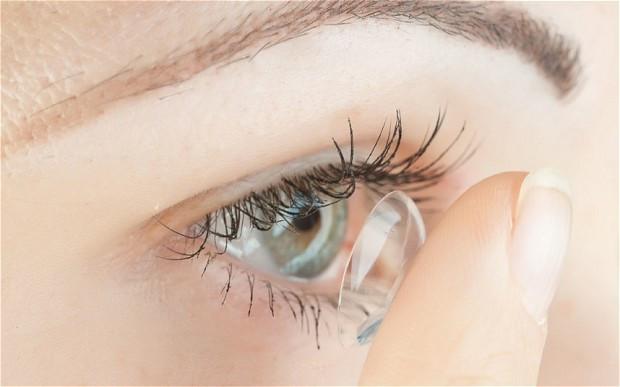 Có nên đeo kính áp tròng thường xuyên?