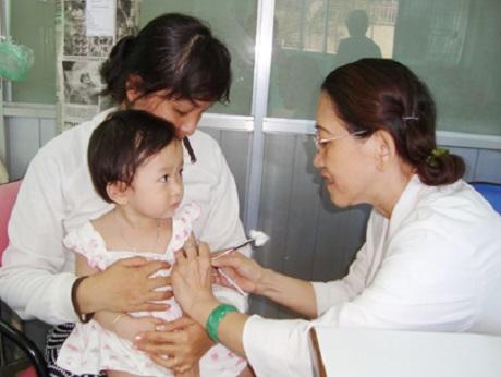 Tiêm phòng cho trẻ đúng lịch để đảm bảo hiệu quả phòng bệnh của vắc xin