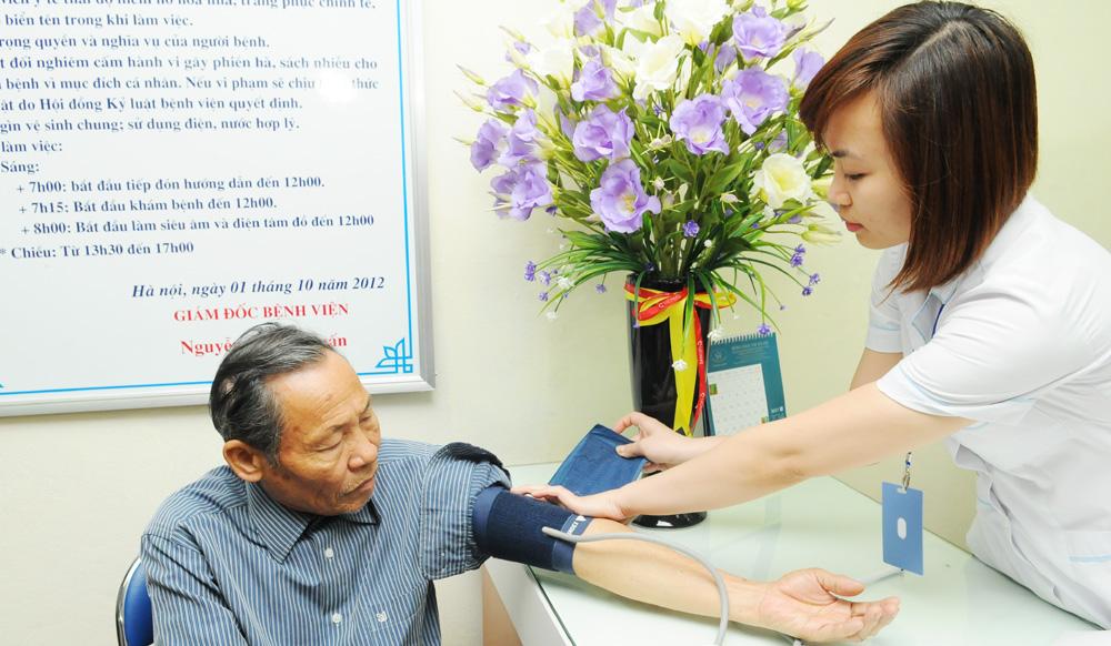 Bảo hiểm y tế giúp người cao tuổi được chăm sóc, quản lý sức khỏe tại cơ sở y tế