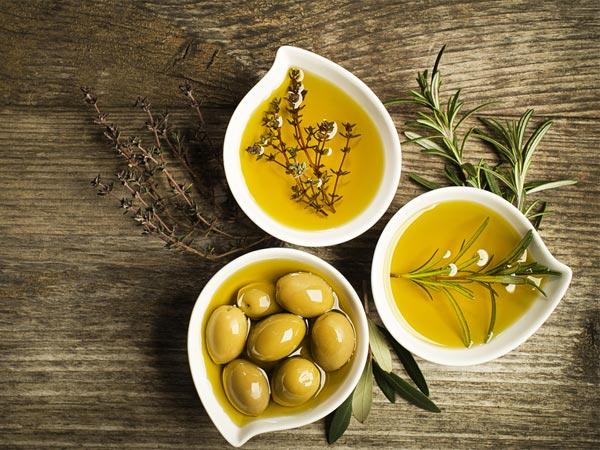 dầu oliu chống khô da