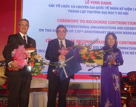Vinh danh các tổ chức và chuyên gia quốc tế song hành cùng 110 năm trường Đại học Y Hà Nội 1