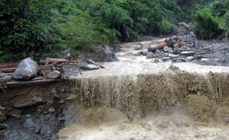 Cận cảnh lũ quét tan tác dòng Nậm Khiên 1