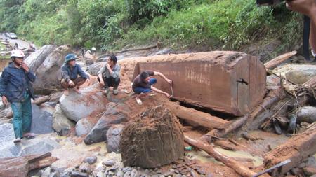 Cận cảnh lũ quét tan tác dòng Nậm Khiên 4