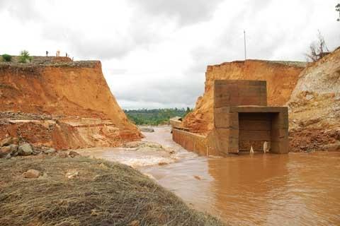 Vụ vỡ đập thủy điện: Chủ đầu tư 'biến mất'? 1