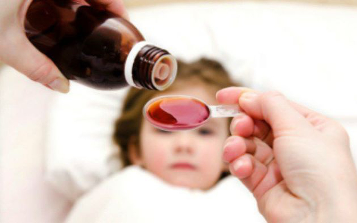 Cách chăm sóc và dùng thuốc hạ sốt tại nhà cho trẻ trong mùa dịch COVID-19