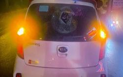 'Tác nghiệp Covid' ở chợ cá Yên Sở, phóng viên bị ném thủng kính xe