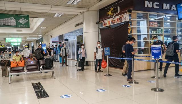 Người Hà Nội chỉ phải theo dõi tại nhà khi di chuyển từ TP. HCM đến sân bay Nội Bài - Ảnh 2.