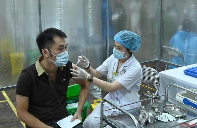 Bộ Y tế: Địa phương nào tiêm chậm sẽ bị điều chuyển vaccine COVID-19 cho nơi khác - Ảnh 1.