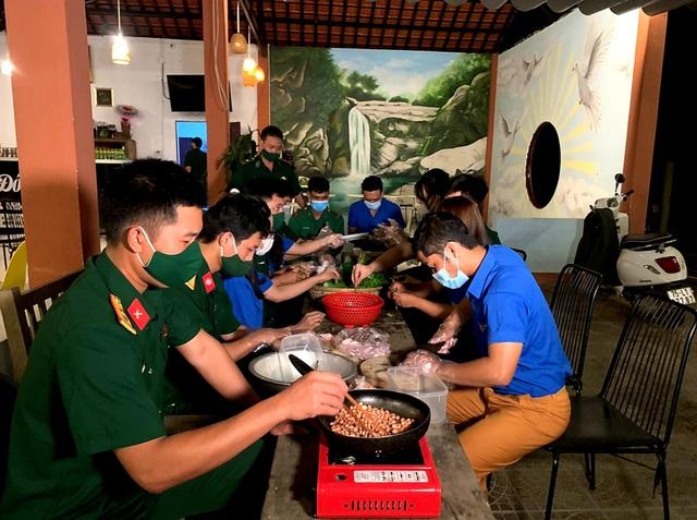 """""""Tủ mì yêu thương"""" ấm lòng đồng bào vùng biên giới ở Thừa Thiên Huế - Ảnh 2."""