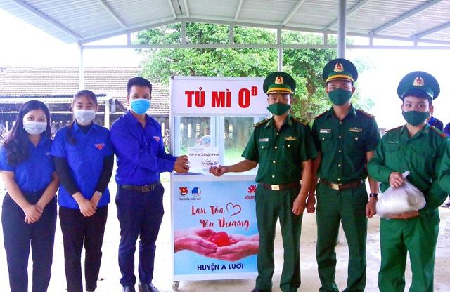 """""""Tủ mì yêu thương"""" ấm lòng đồng bào vùng biên giới ở Thừa Thiên Huế - Ảnh 1."""