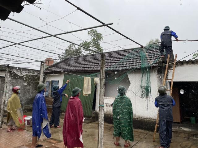 Hà Tĩnh chuẩn bị nhiều phương án chống bão Kompasu - Ảnh 7.