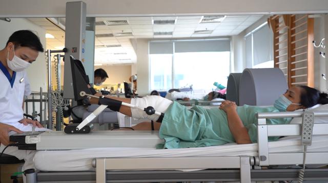 Lần đầu tiên thay thế thành công xương khớp nhân tạo in 3D cho bệnh nhân khuyết tật suốt 18 năm - Ảnh 4.