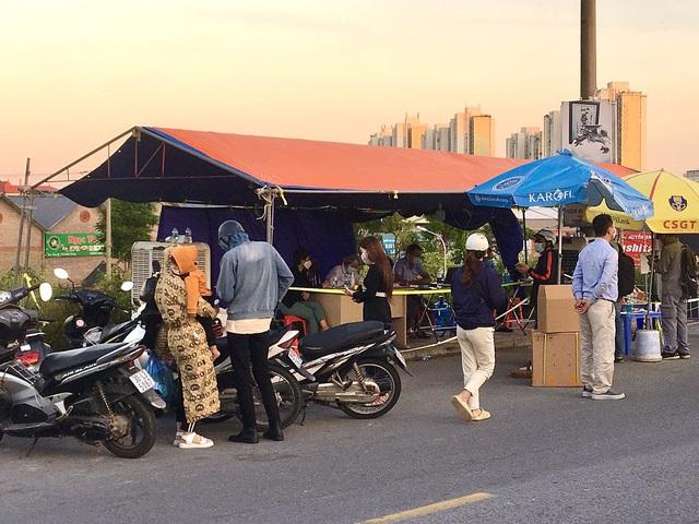 Lý do 22 chốt ở cửa ngõ Hà Nội vẫn kiểm soát giấy đi đường - Ảnh 5.
