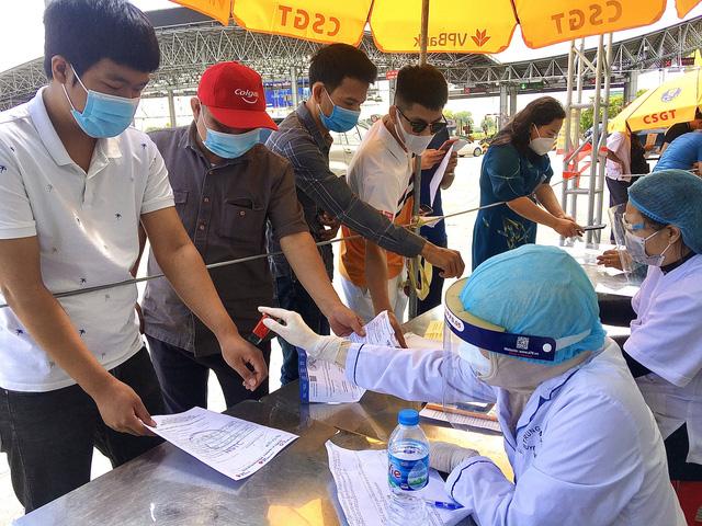 Lý do 22 chốt ở cửa ngõ Hà Nội vẫn kiểm soát giấy đi đường - Ảnh 3.