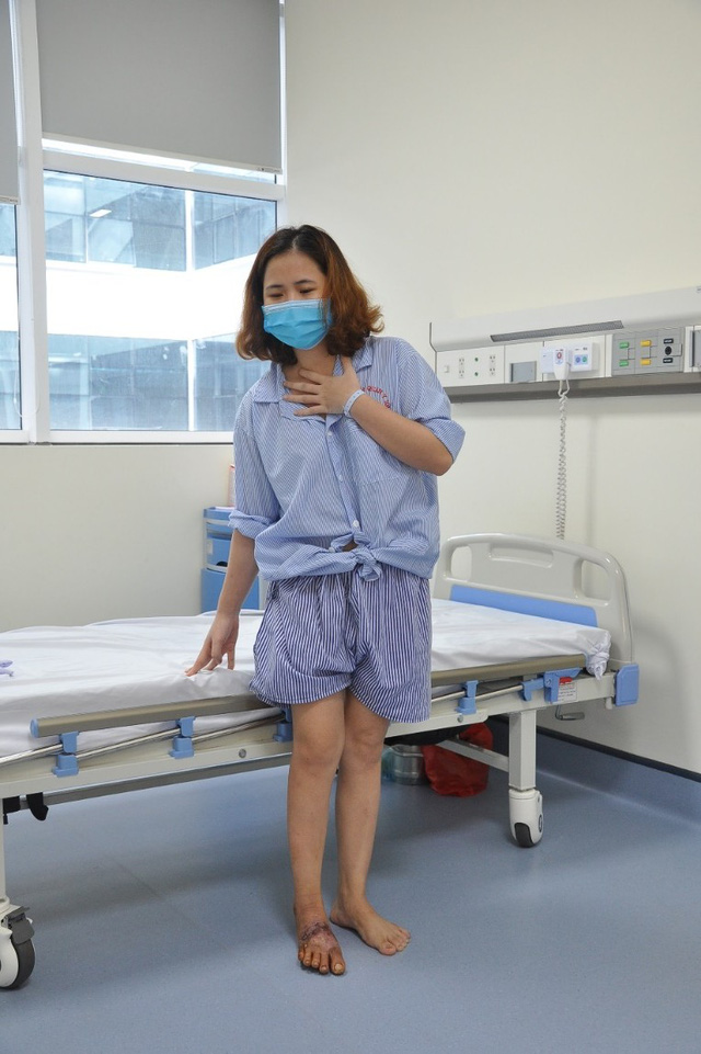 Phẫu thuật, nuôi sống thành công bàn chân bị đứt gần rời do tai nạn lao động - Ảnh 3.