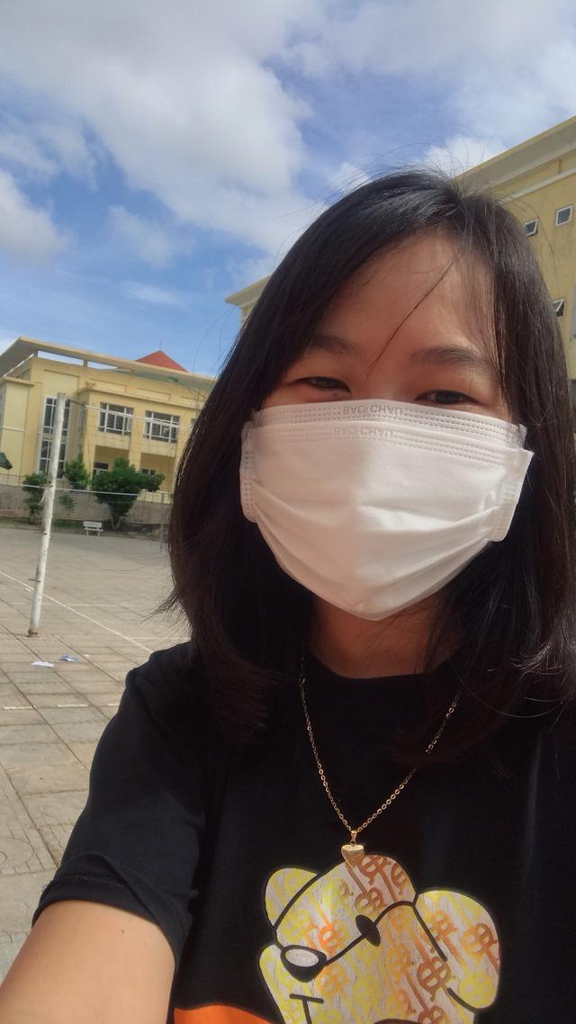 Chị Võ Thị Hiếu, người chiến đấu với COVID-19 với mong muốn sớm khỏi bệnh để ôm con (ảnh: NVCC).
