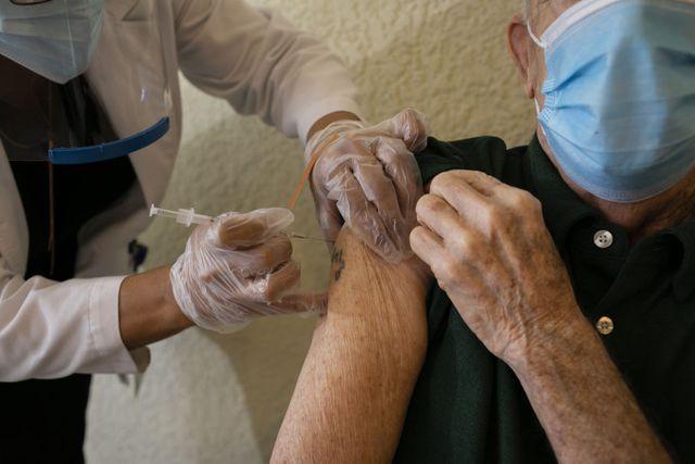 Liệu tuổi tác có ảnh hưởng đến phản ứng miễn dịch của vaccine? - Ảnh 1.