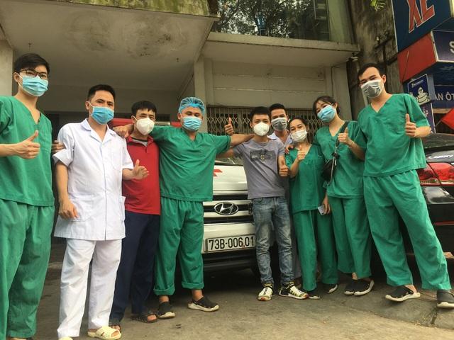Những ngày cùng ba lái xe cứu thương vào TP. Hồ Chí Minh hỗ trợ chống dịch của Minh Trí - Ảnh 2.