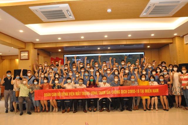 51 cán bộ y tế BV Mắt Trung ương lên đường chi viện cho TP HỒ CHÍ MINH - Ảnh 1.