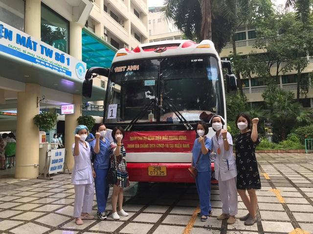 51 cán bộ y tế BV Mắt Trung ương lên đường chi viện cho TP HỒ CHÍ MINH - Ảnh 7.