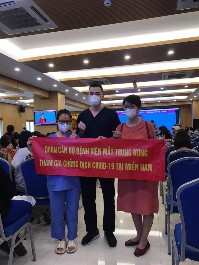 51 cán bộ y tế BV Mắt Trung ương lên đường chi viện cho TP HỒ CHÍ MINH - Ảnh 8.