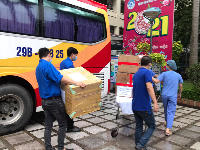 51 cán bộ y tế BV Mắt Trung ương lên đường chi viện cho TP HỒ CHÍ MINH - Ảnh 9.