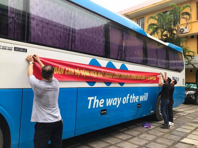 51 cán bộ y tế BV Mắt Trung ương lên đường chi viện cho TP HỒ CHÍ MINH - Ảnh 11.