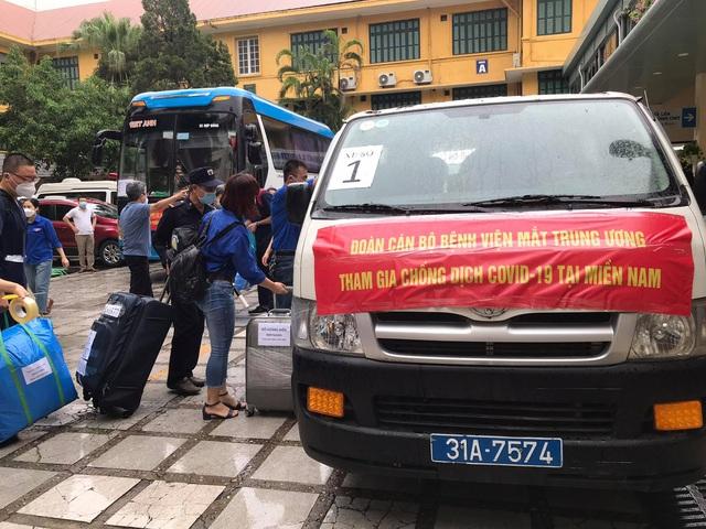 51 cán bộ y tế BV Mắt Trung ương lên đường chi viện cho TP HỒ CHÍ MINH - Ảnh 12.