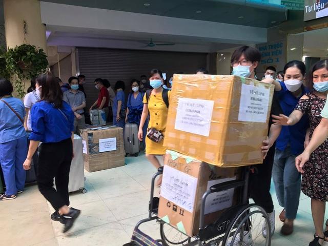 51 cán bộ y tế BV Mắt Trung ương lên đường chi viện cho TP HỒ CHÍ MINH - Ảnh 13.