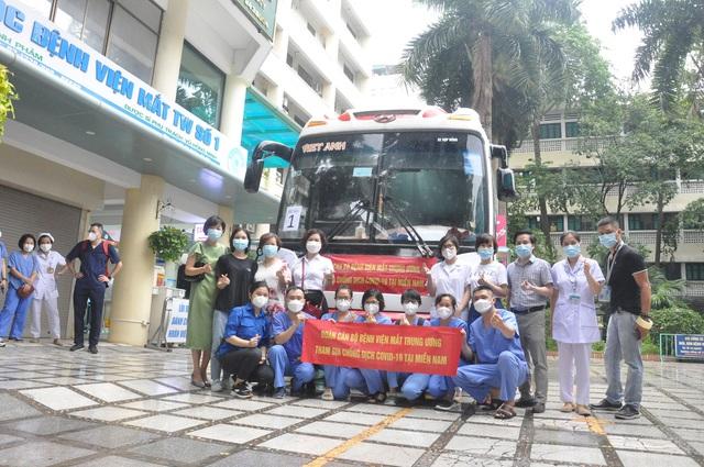 51 cán bộ y tế BV Mắt Trung ương lên đường chi viện cho TP HỒ CHÍ MINH - Ảnh 4.