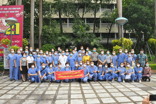 51 cán bộ y tế BV Mắt Trung ương lên đường chi viện cho TP HỒ CHÍ MINH - Ảnh 5.