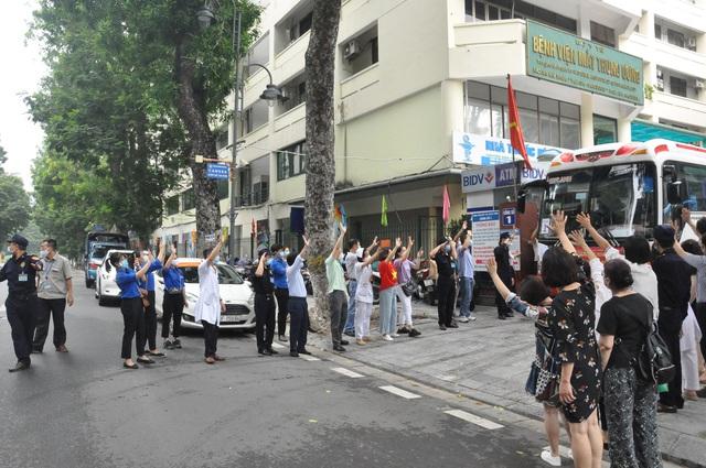 51 cán bộ y tế BV Mắt Trung ương lên đường chi viện cho TP HỒ CHÍ MINH - Ảnh 15.