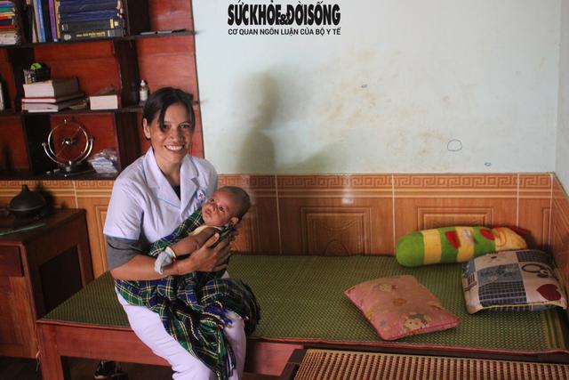 Từ cô bé mồ côi khát khao trở thành thầy thuốc của cộng đồng - Ảnh 1.