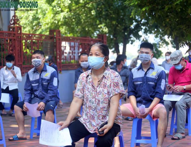 """[Ảnh] Hà Nội tiếp tục lấy mẫu xét nghiệm SARS-CoV-2 trên diện rộng, quyết """"truy lùng"""" hết F0 - Ảnh 5."""