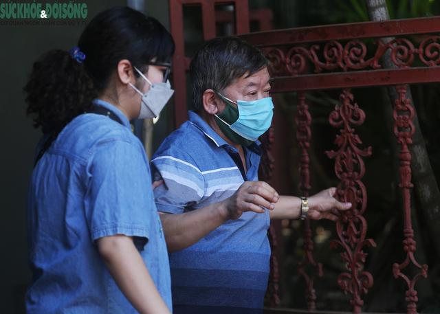 """[Ảnh] Hà Nội tiếp tục lấy mẫu xét nghiệm SARS-CoV-2 trên diện rộng, quyết """"truy lùng"""" hết F0 - Ảnh 4."""