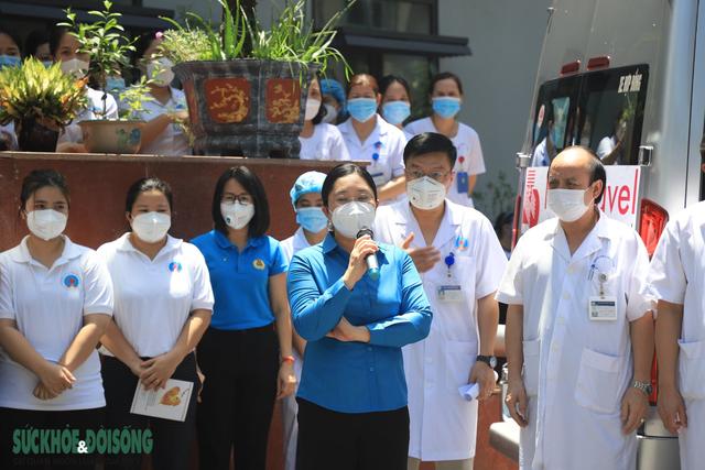 30 thầy thuốc BV Hữu Nghị vào Tiền Giang chống dịch - Ảnh 4.
